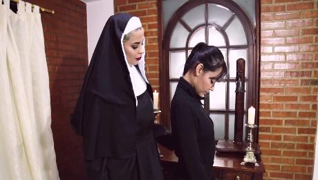 Nuns share big strap-on in kinky lesbian fetish